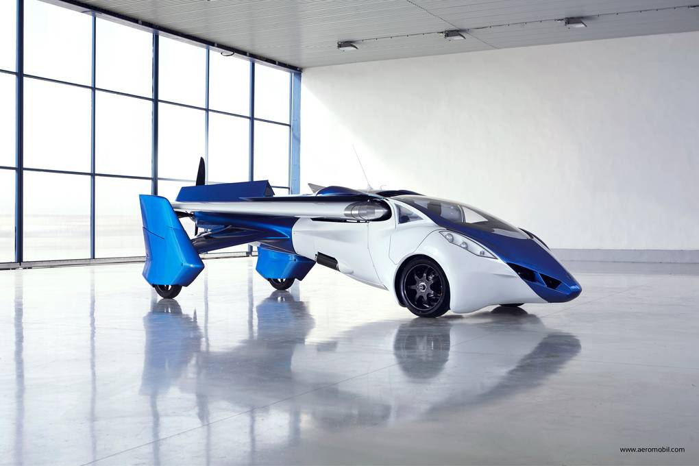 AeroMobil_3_perspective_view_car_configiration_in_hangar_facing_right_verge_super_wide