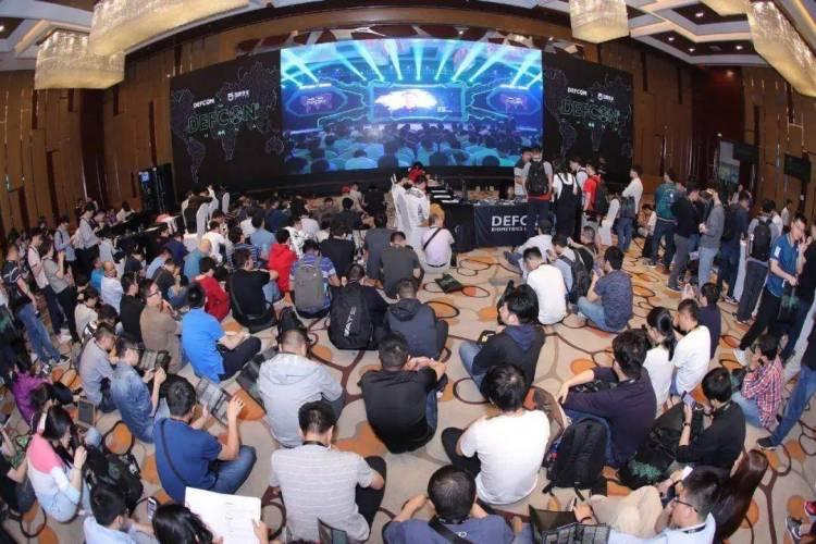 """(今年5月 DEF CON 的中国""""beta""""版大会现场)"""