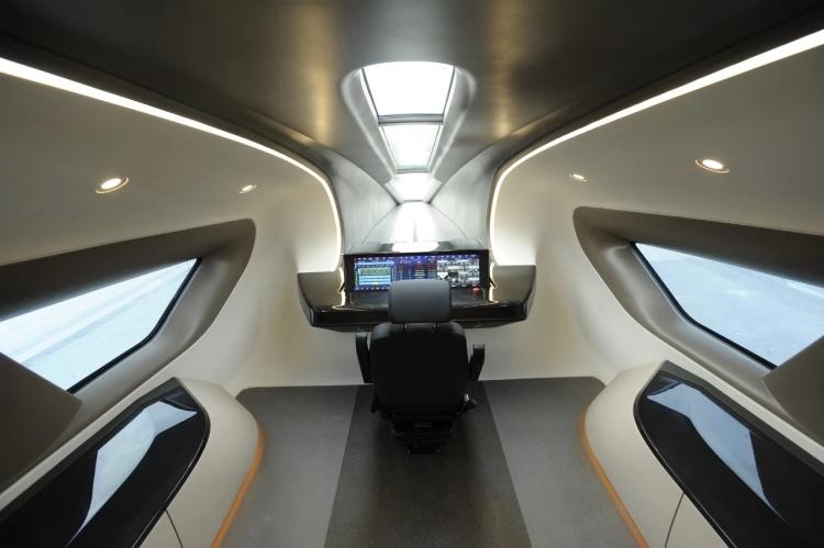 时速600公里磁浮试验样车的驾驶室