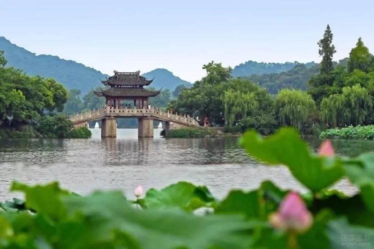 (图为杭州西湖。图片来源:新浪微博@杭州发布。)