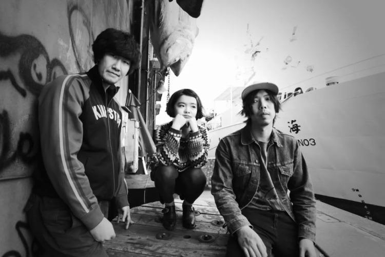 刺猬乐队:中间是石璐,右边是主唱赵子健 ,左边是贝斯手何一帆