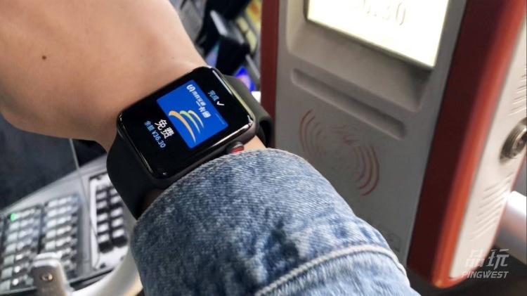 可以刷公交的 Apple Watch