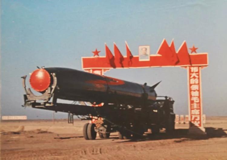 两弹结合试验导弹进场