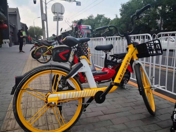 美团投放的新款单车。拍摄:寒冰