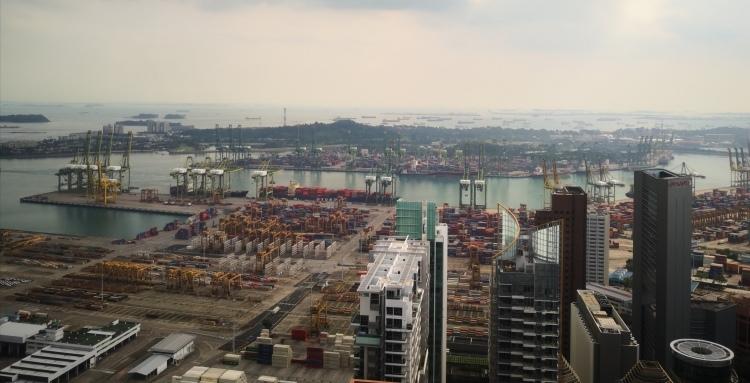 繁忙的新加坡港口