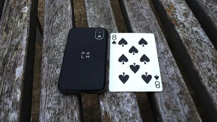 △别的不说,Palm Phone很小巧玲珑是真的