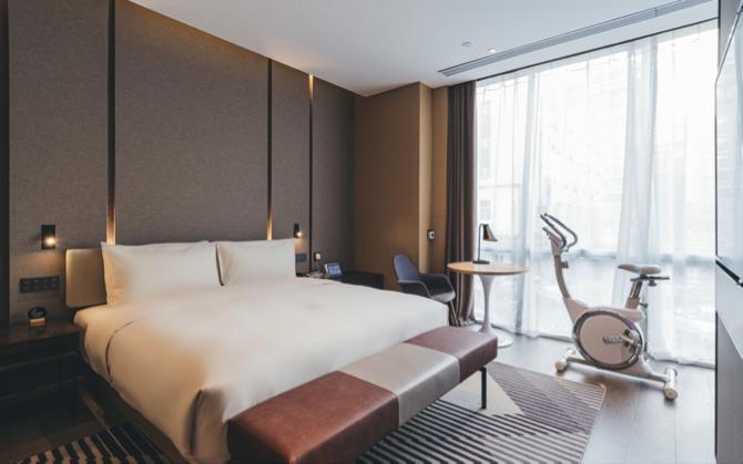 主力品牌亚朵增加了茶室或、健身功能的创新房型。