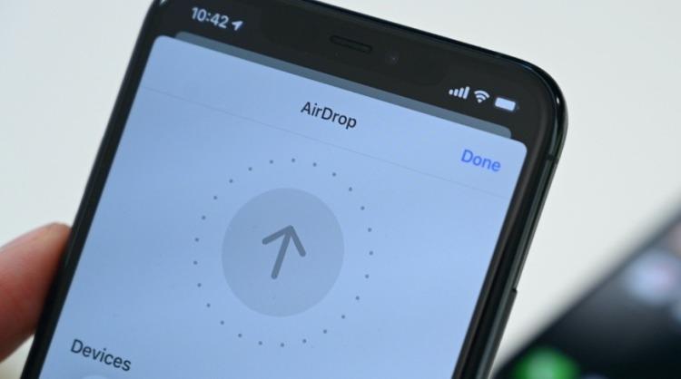 具备空间感知能力的 AirDrop,图片来自 Appleinsider