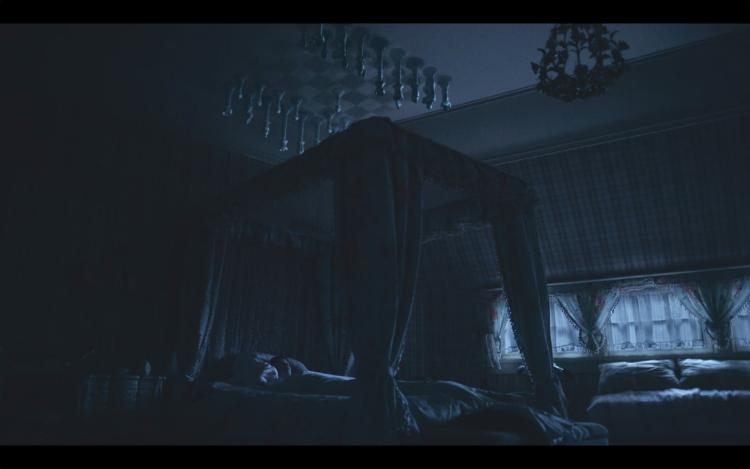 剧中视觉化的处理,贝丝经常会在夜晚躺在床上复盘棋局