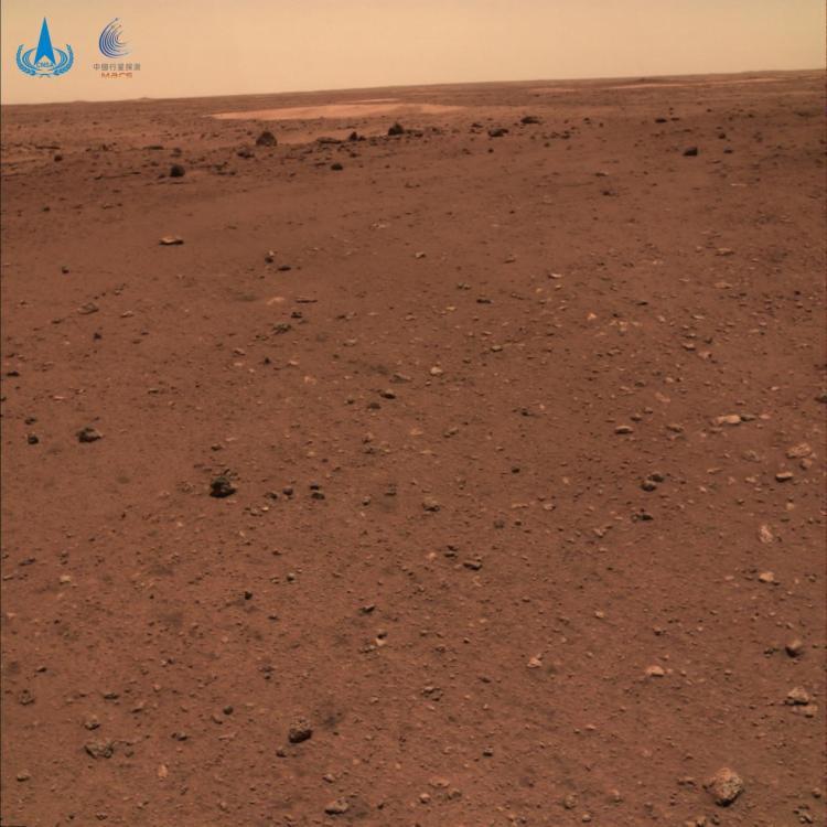 """△火星地形地貌图,摄影:""""祝融号""""火星车"""