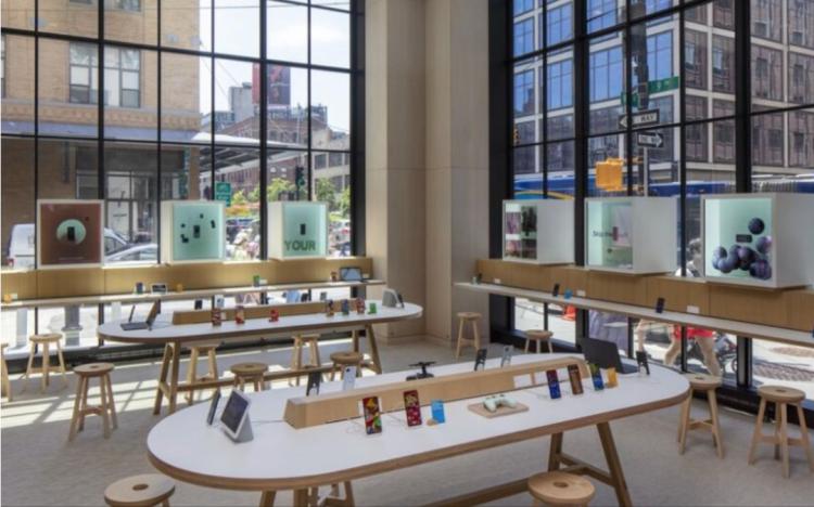 Google Store里的店内陈设,图片来源于The Verge、Endgadget
