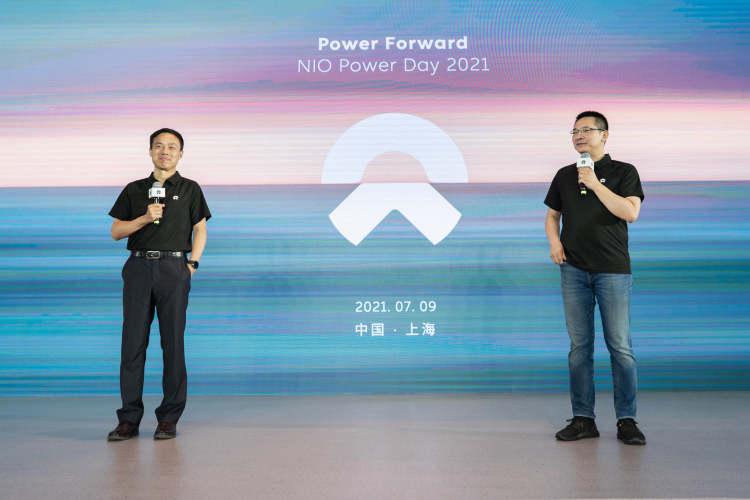 蔚来电源管理副总裁沈斐(左)、蔚来汽车联合创始人、副总裁秦力洪(右)