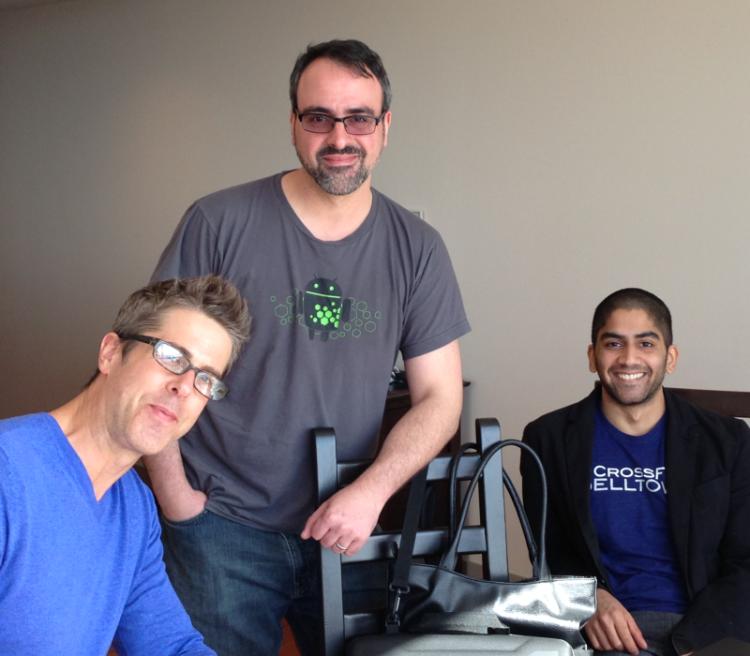 左边为 Cyanogen Inc 公司 CEO 麦克马斯特,中间为康迪克