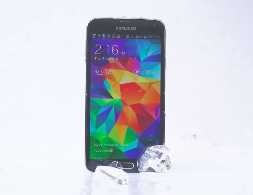 Galaxy S5完成了冰桶挑战并点名iPhone 5s,三星你这么秀防水,敢让索尼知道吗?
