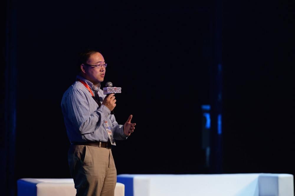 余凯在 SYNC 2014 活动上演讲 / PingWest