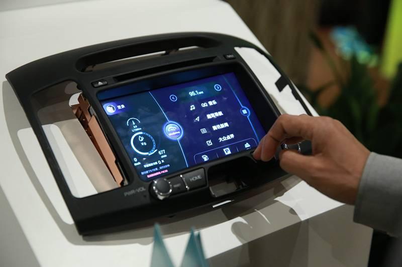 """在汽车里聊微信?""""趣驾""""可能是最早实现的车载系统-PingWest 品玩"""