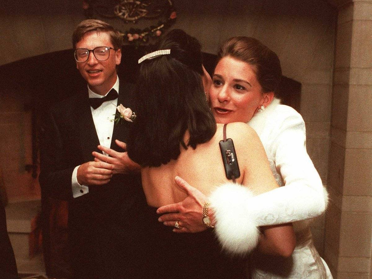 gates-met-his-future-wife-melinda-at-a-press-event-in-1987-she-was-a-microsoft-employee-and-later-moved-up-to-become-an-executive-of-interactive-content-they-married-in-1994-and-she-eventually-left-the-c