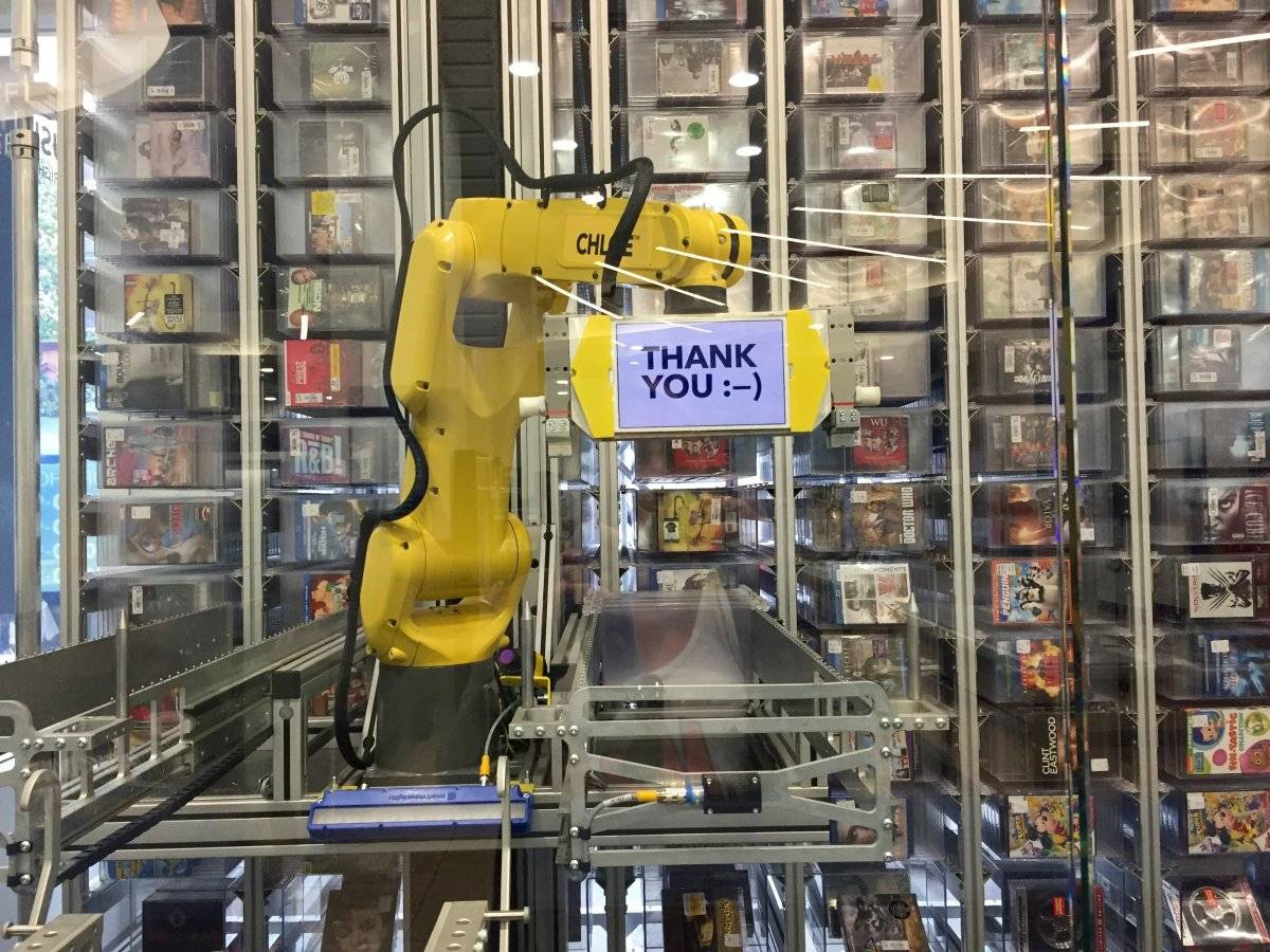 i-looked-at-her-and-she-said-thank-you-through-the-glass-the-experience-of-interacting-with-robot-in-a-store-was-pleasantly-satisfying-i-expected-to-not-like-it-but-chloes-cute-smiling-face-made-it-an-en
