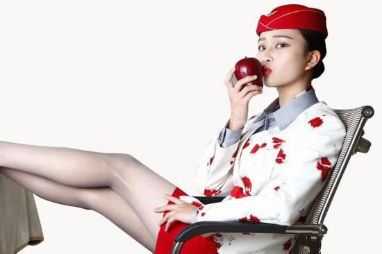 """【晨间阅读】500 名性感空姐开网店,就卖你""""亲吻过的苹果""""-PingWest 品玩"""