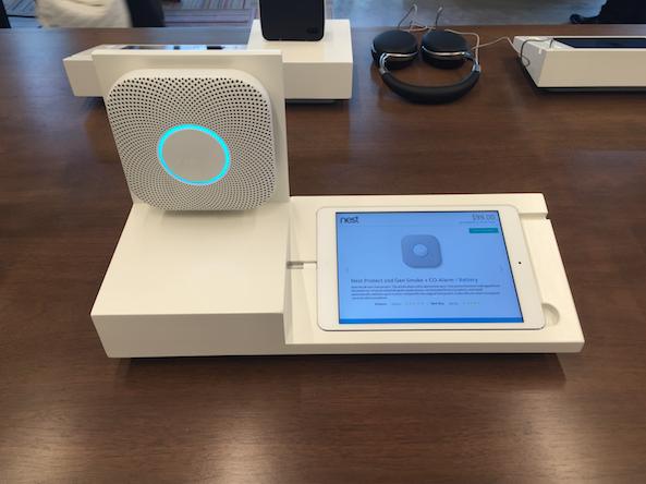 5,因为创始人都来自 Nest,所以店里也一定会有 Nest 的产品。这是 Nest 智能烟感器,边上还有家庭监控器(来自 Nest 收购的公司 Dropcam)。