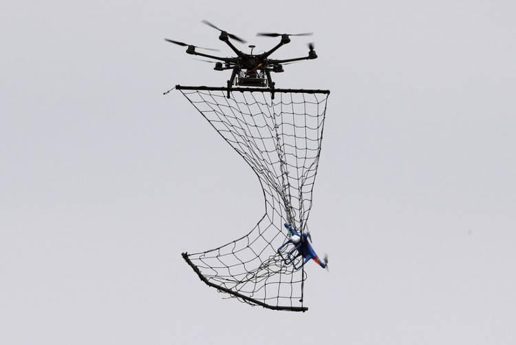 悬挂式无人机捕网系统