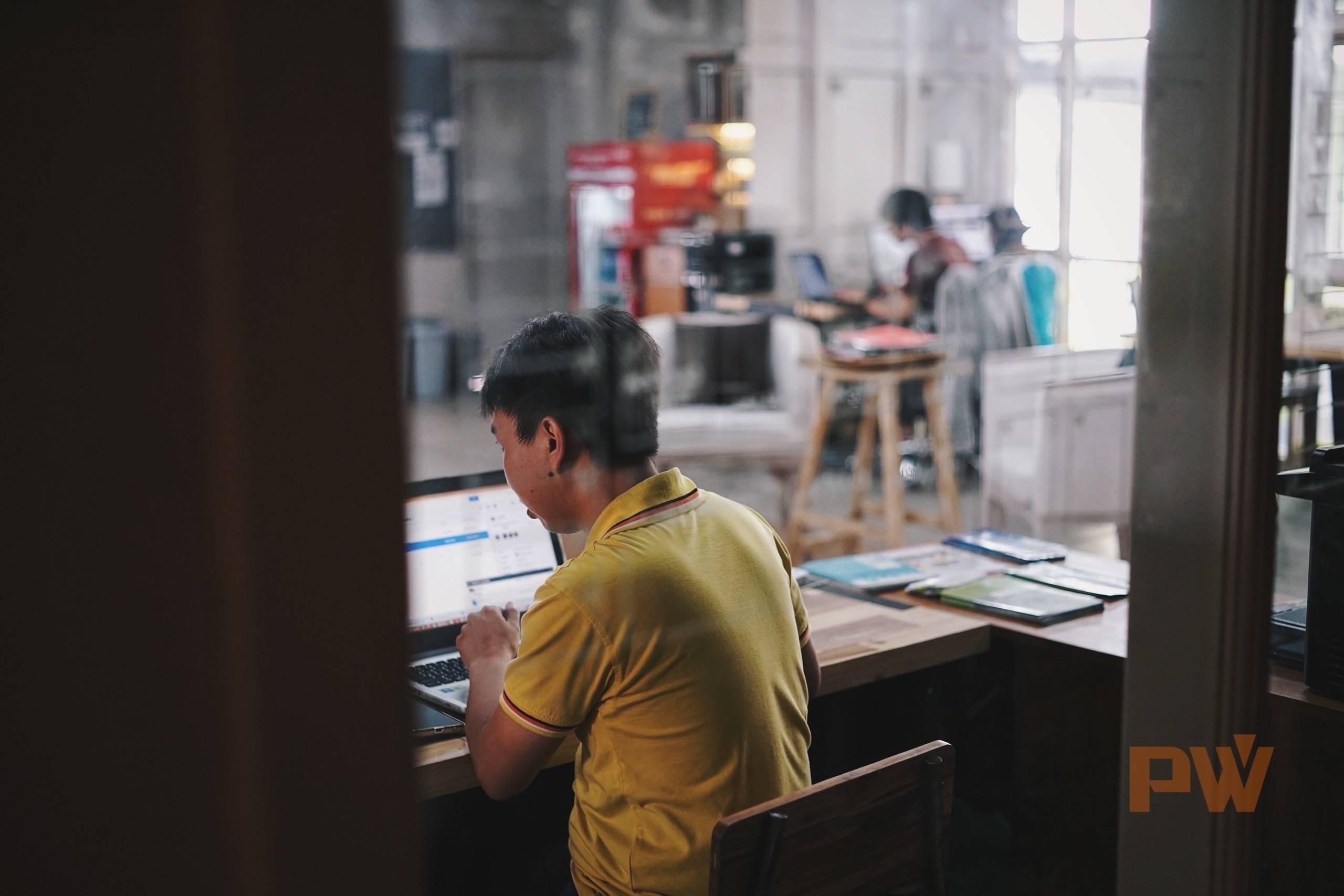 在巴厘岛,共享办公空间是创业者、设计师和各种自由职业者最热衷的办公地点和社交场合 / 图 by 光谱