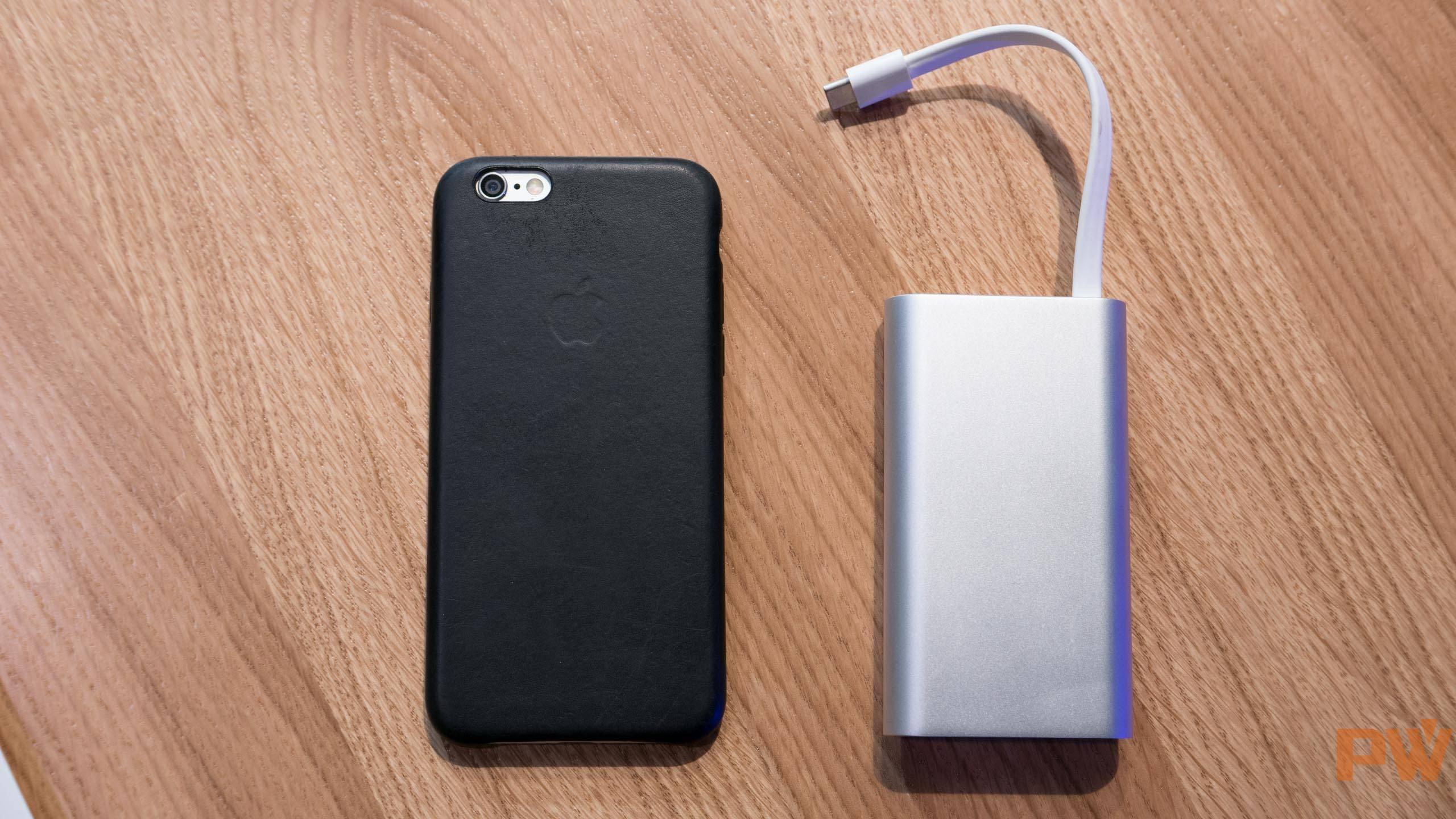 扩展坞和 iPhone 6 对比