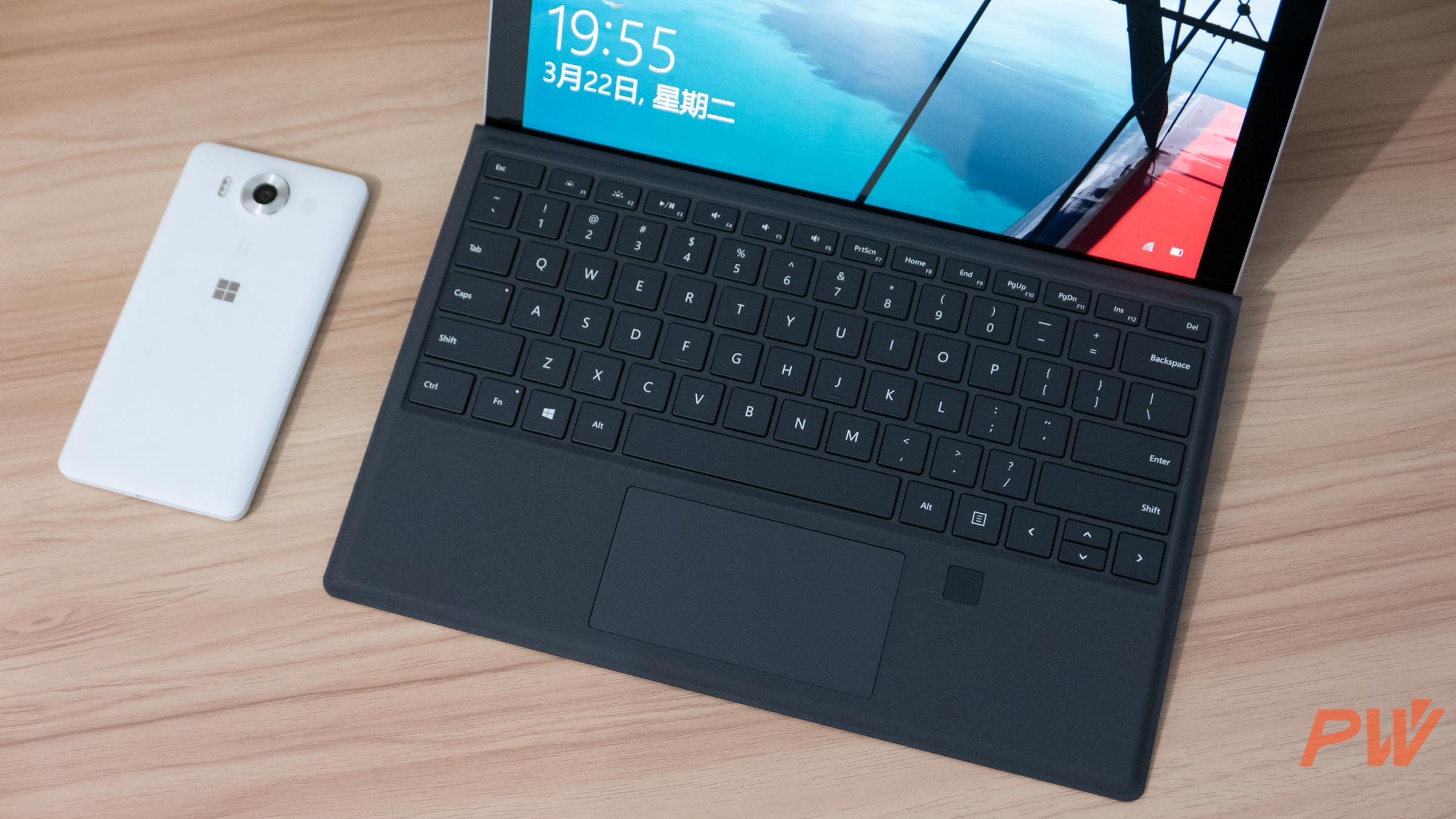 Microsoft Surface Pro 4 type cover with finger print PingWest Photo By Hao Ying-8