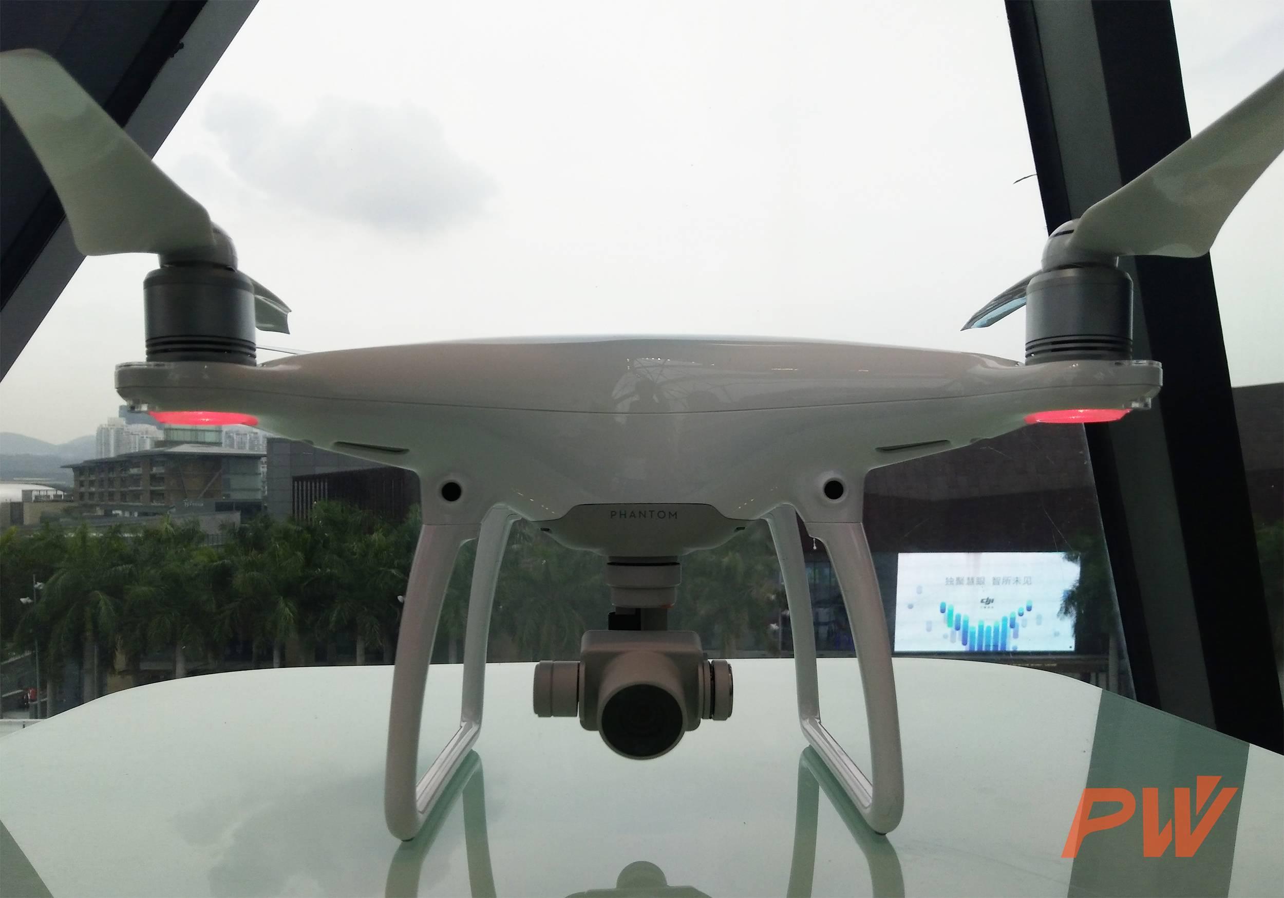 精灵4前置了2个视觉传感器