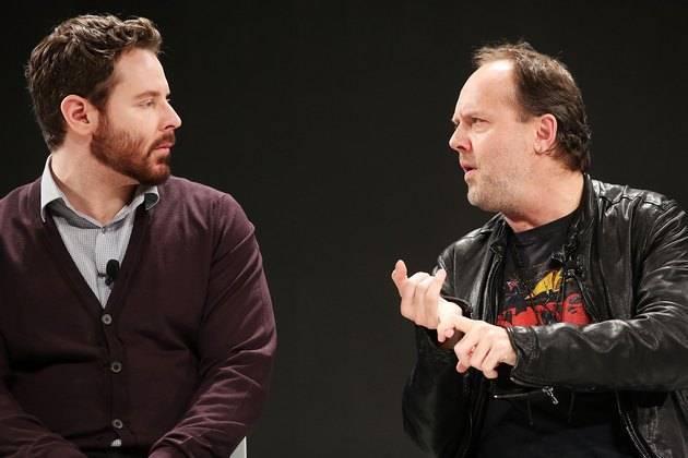 肖恩·帕克和拉斯·欧力克,八年前 Napster 案法庭上的对手,终于坐在了一条板凳上