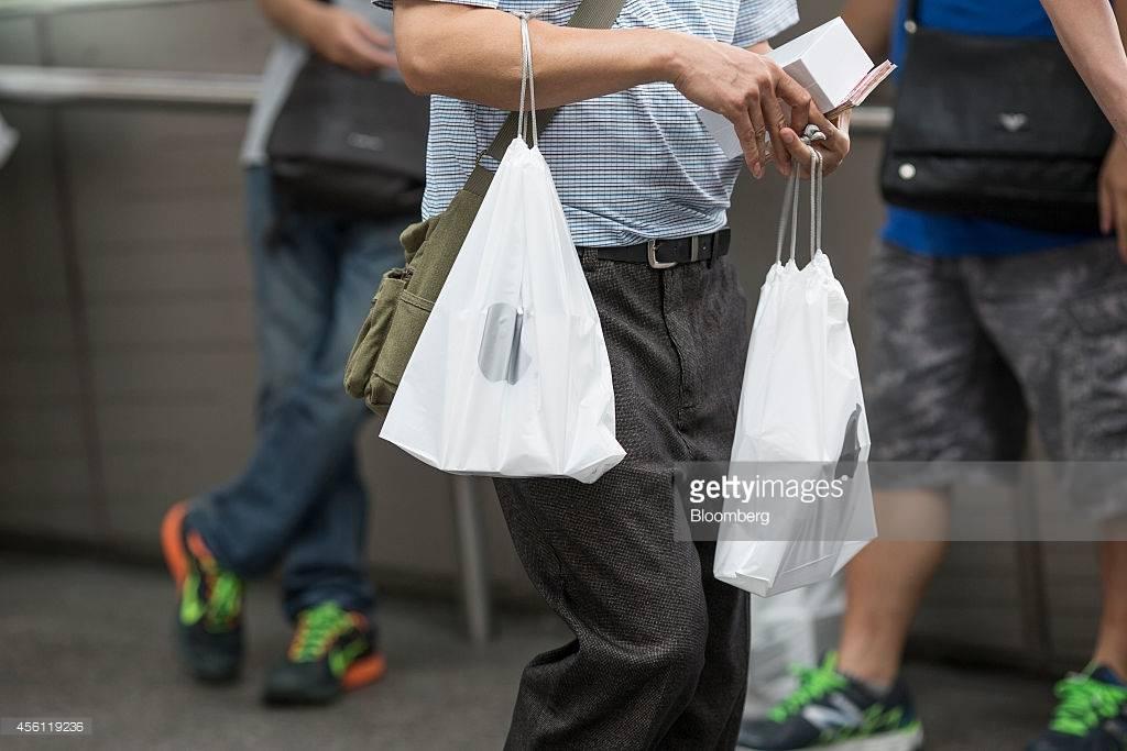 apple-plastic-bag-2