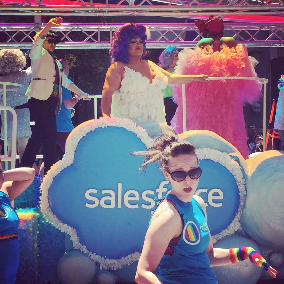 老牌销售软件公司 Salesforce,游行的队伍名称叫做 Outforce(出柜力量)