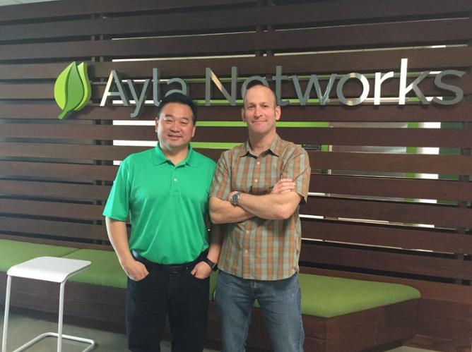 弗里德曼(右)和他的联合创始人张南雄(左)在硅谷新办公室的合影。