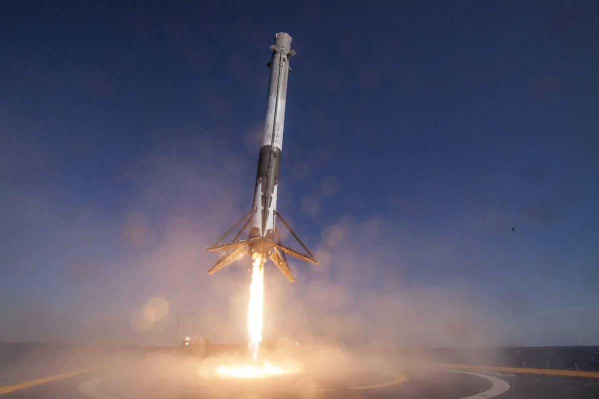 正在落地的 Falcon 9