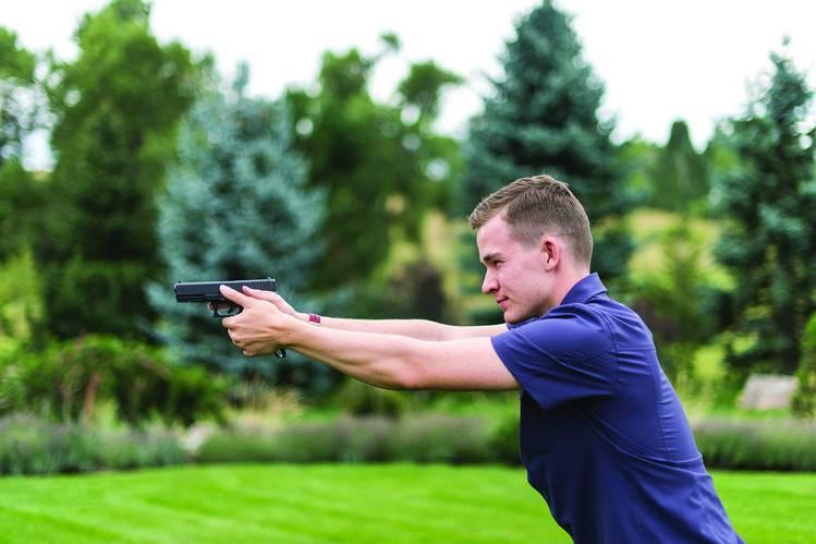 美国 19 岁少年发明指纹解锁手枪,终于有人尝试用科技解决枪支暴力了