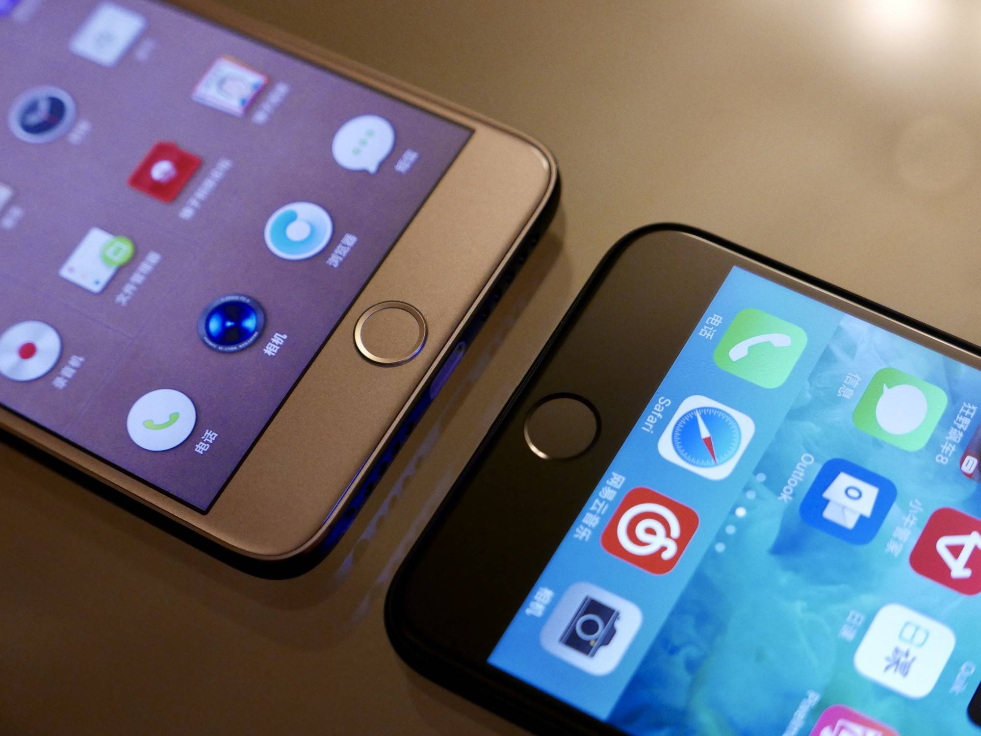 锤子 M1L 和 iPhone7 Plus Home 按键对比。