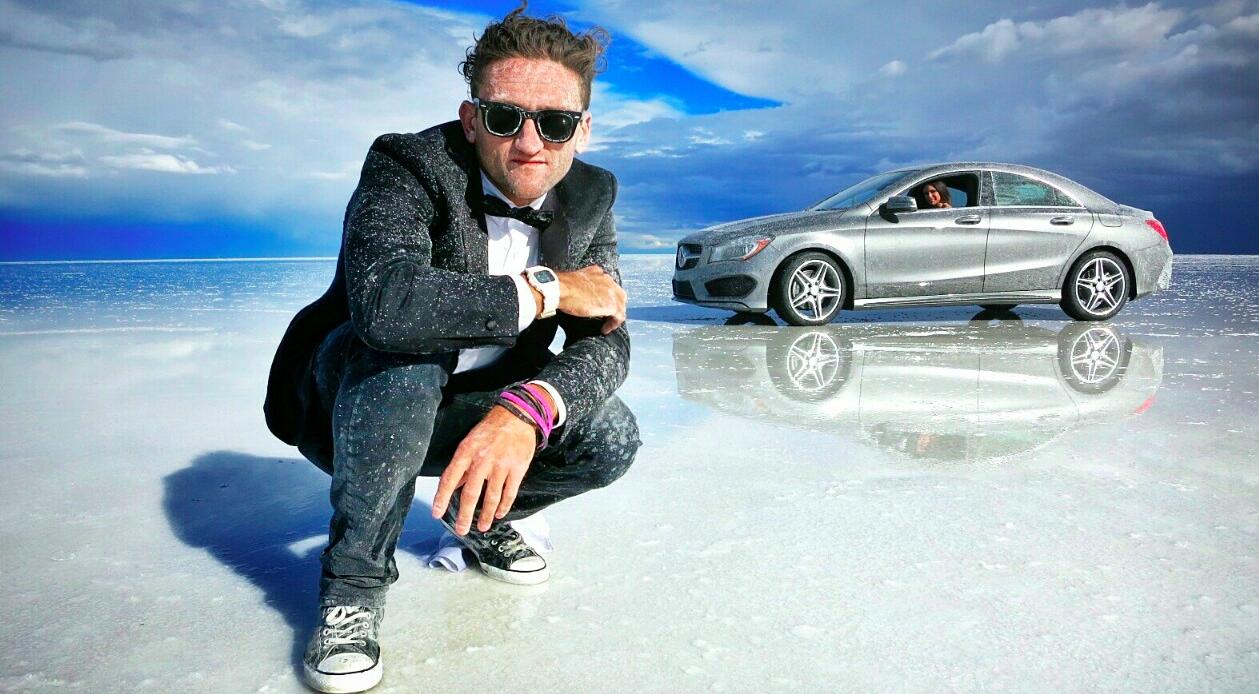 Casey 在鹽湖上拍攝梅塞德斯‧奔馳廣告