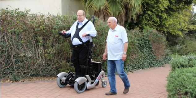按一下按钮就能让瘫痪的人站起来行走?这家以色列的公司真的做到了-PingWest 品玩