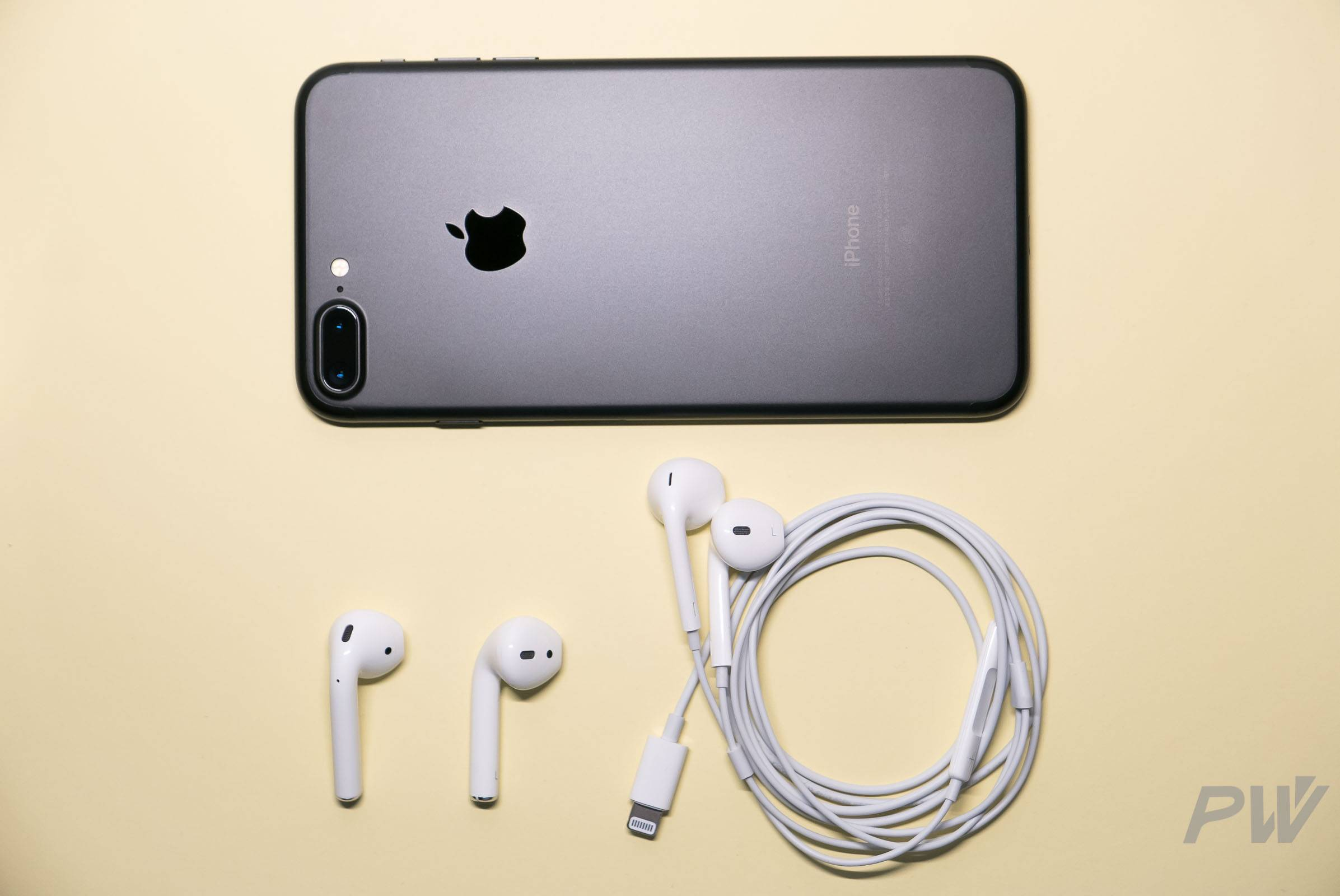 Apple AirPods iPhone 7 Plus Photo By Hao Ying-7