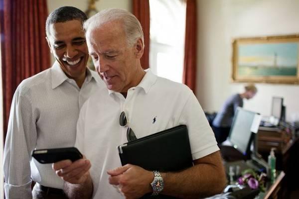 obama-biden-phone