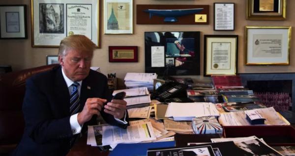 trump-office-no-computer