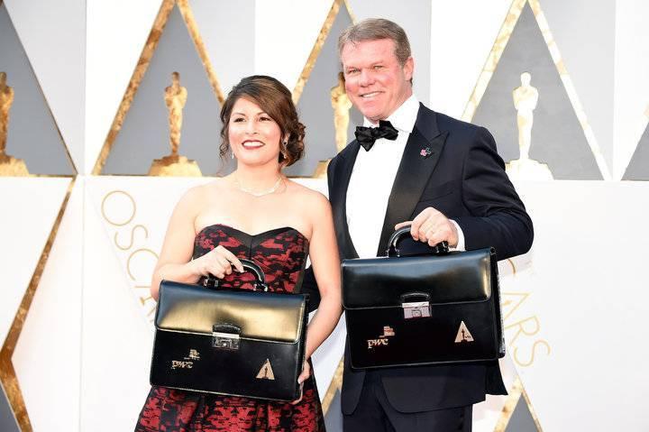 露易丝和考利曼在第 88 届奥斯卡颁奖典礼(2016)上