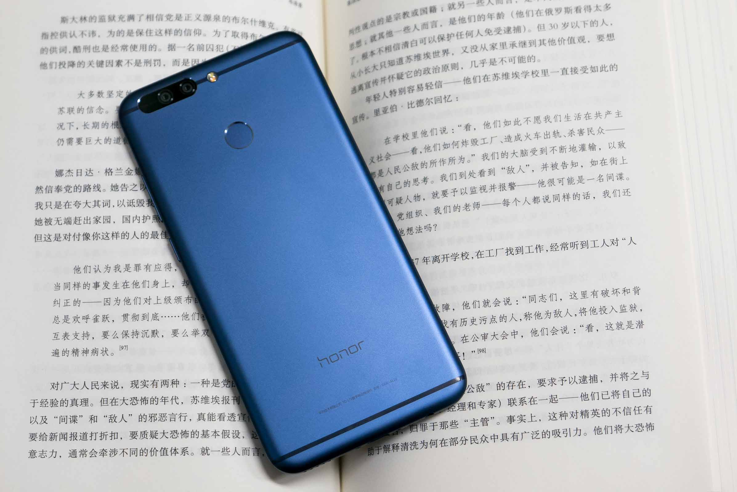Honor V9 blue Photo By Hao Ying