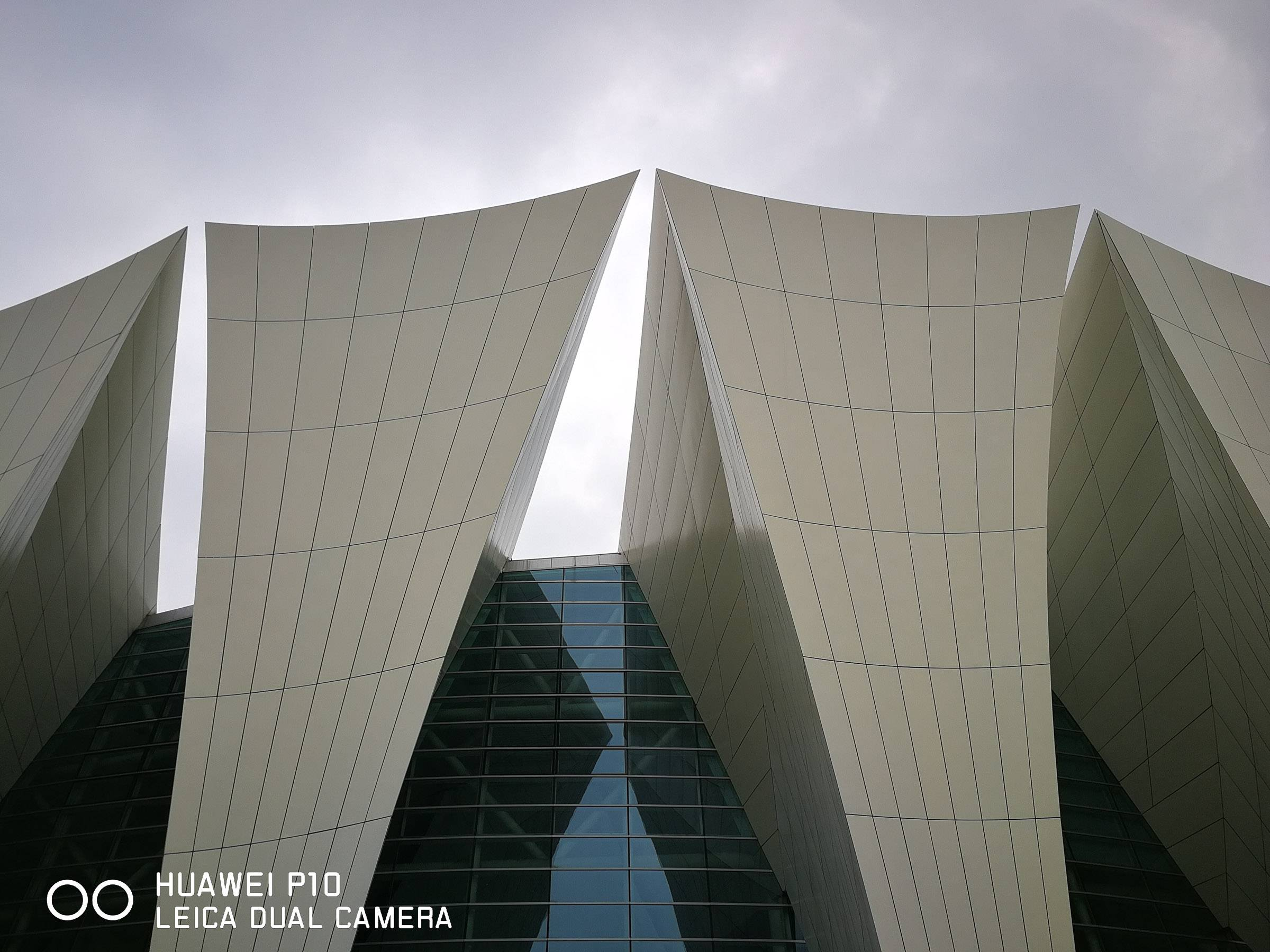 P10发布场地,上海东方体育中心。