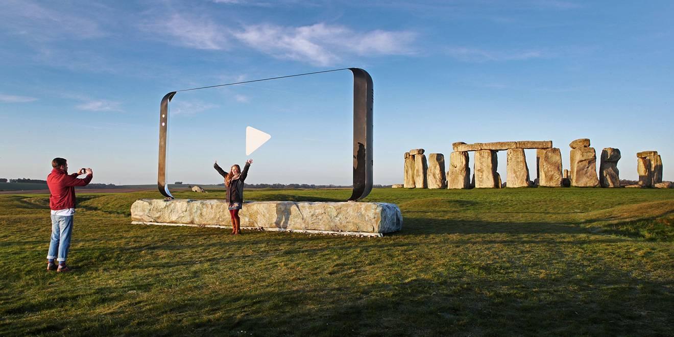 Samsung-Stonehenge-hed-2017diufudbss