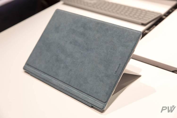 Alcantara 是 Panos 和 Surface 部门钟爱的材质,它还被用到了非 Surface 的配件产品上。