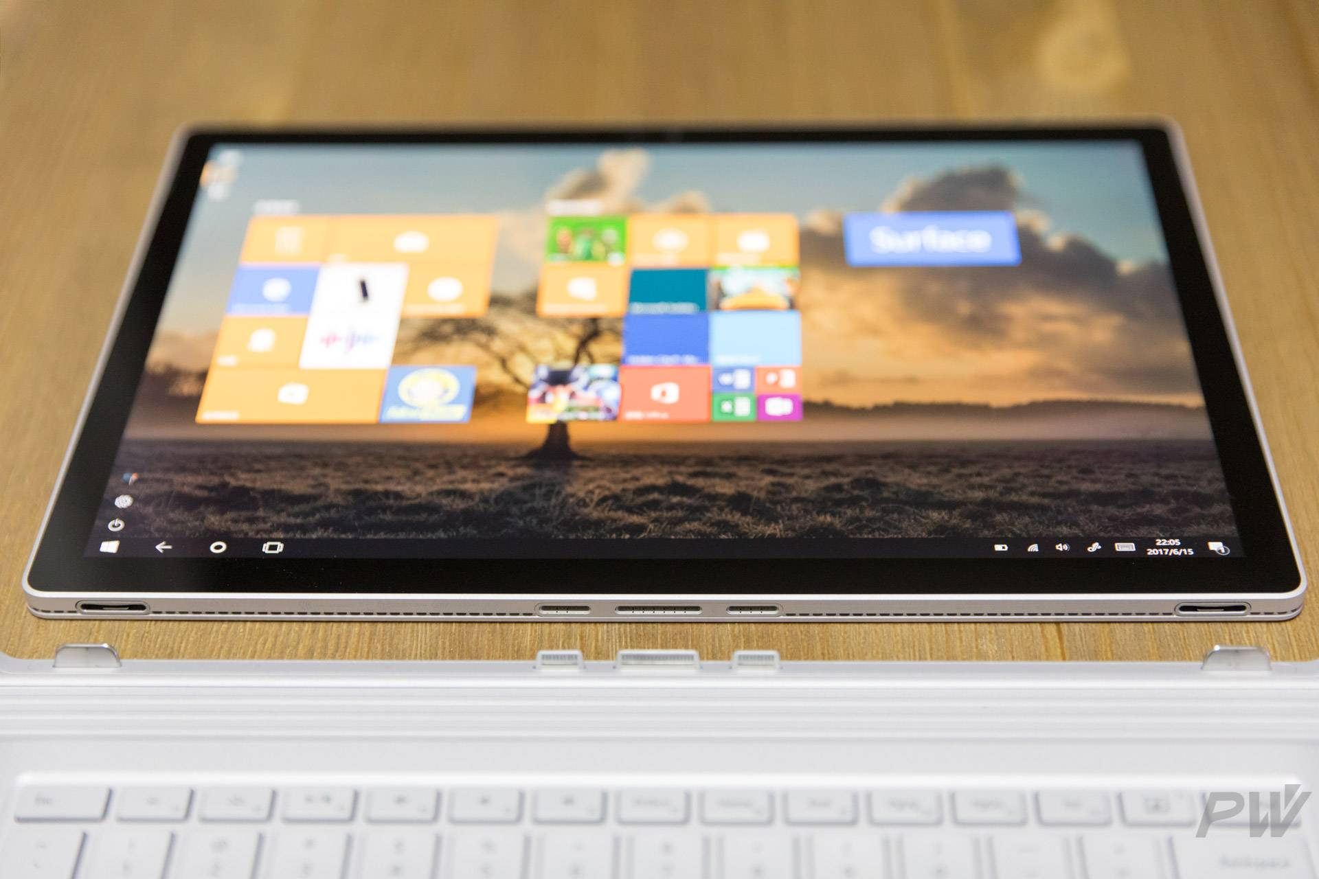 Microsoft Surface Book 2017 Photo by Hao Ying-26