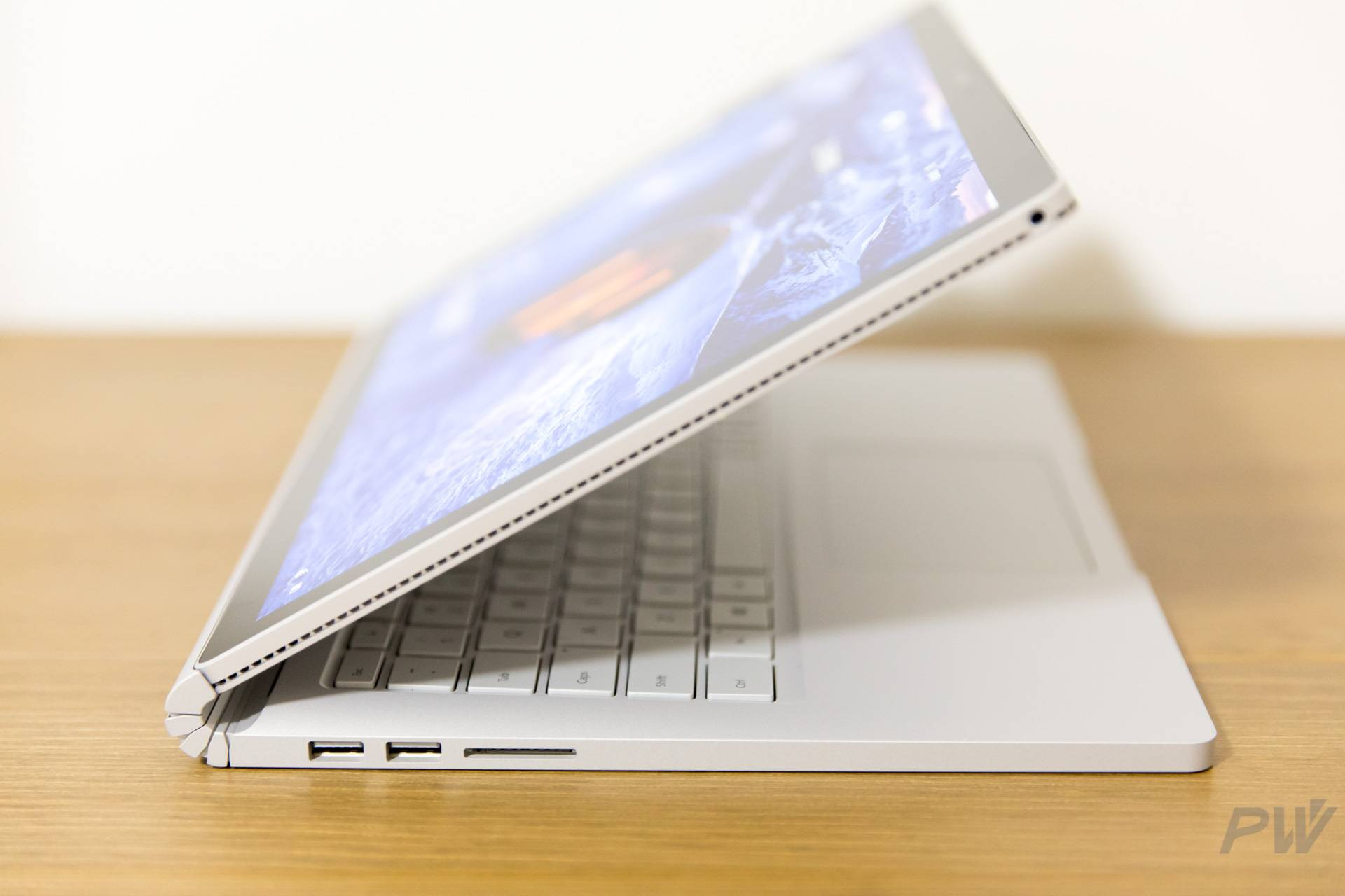 Microsoft Surface Book 2017 Photo by Hao Ying-32