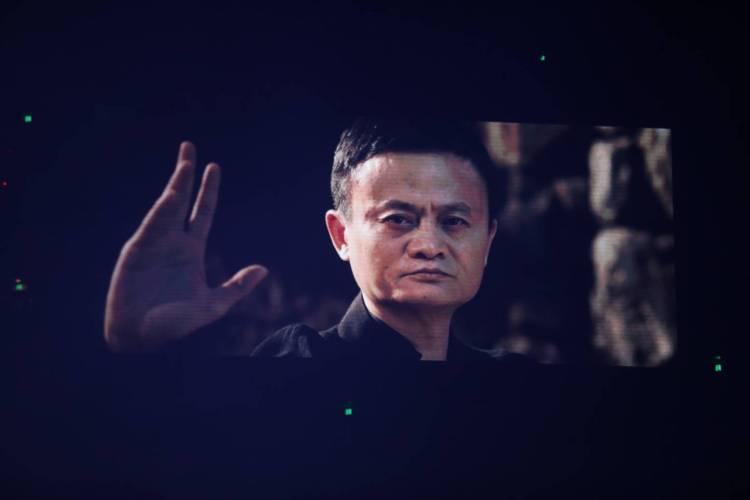 马云在《功守道》担任男一号。
